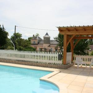 Hotel Pictures: Château La Barge - Chambres d'Hôtes, La Boissière-d'Ans