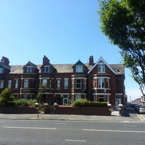 Hotel Pictures: Maindee Guest House, Barrow in Furness