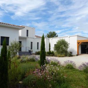 Hotel Pictures: Villa De La Colline Du Vias, Les Matelles
