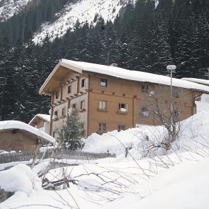 Hotel Pictures: Ferienwohnung in Ischgl - A 090.011, Ischgl