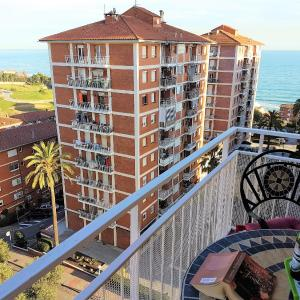 Hotel Pictures: Helena Seaview & Beach-apartment, Montgat