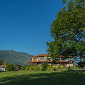 Hotel Pictures: Casas Rurales Playa de Guadamía, Llames de Pría