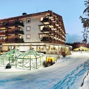 Foto Hotel: Kaysers Tirolresort – Wohlfühlhotel für Erwachsene, Mieming