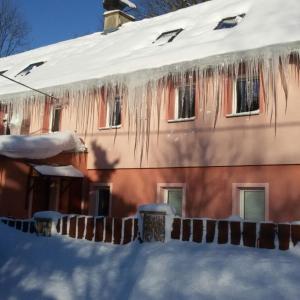 Hotel Pictures: Chalupa s apartmány, Český Jiřetín