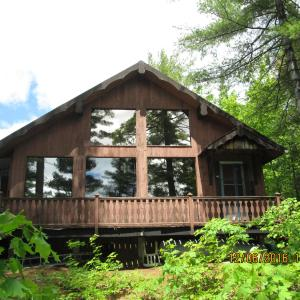Hotel Pictures: Crow Lake Holdings Cottage, McDougall