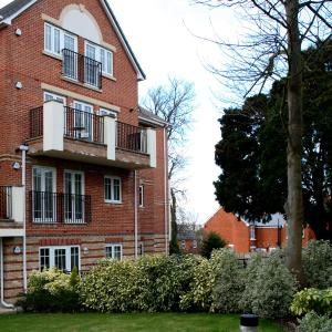Hotel Pictures: Westlands House, City Centre, Home-From-Home, Basingstoke