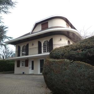 Hotel Pictures: La Maison Des Bonheurs, Rillieux