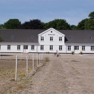 Hotel Pictures: Holtegaard Bed & Breakfast, Dronninglund