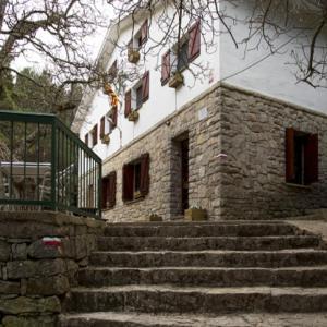 Hotel Pictures: Refugi Caro UEC, Alfara de Carles
