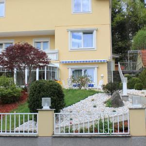 Фотографии отеля: Pension Ayurveda, Клагенфурте