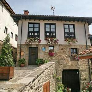 Hotel Pictures: Casa de la Abuela, Potes