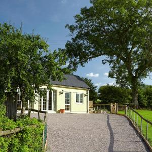 Hotel Pictures: Hatterall View Cottage, Abergavenny