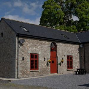 Hotel Pictures: Merlin Stable Cottage, Cynghordy
