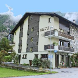 Hotel Pictures: Kristall 2, Saas-Balen