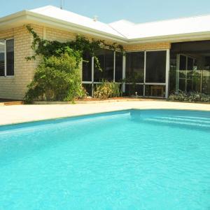 Fotos de l'hotel: Halls Head Holiday Home, Mandurah