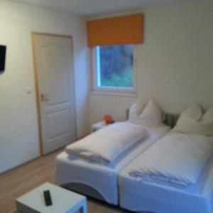 Hotellikuvia: Pension zur alten Post, Steinhaus am Semmering