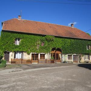 Hotel Pictures: Chambre d'hôtes Chez Claudine, Rennes-sur-Loue