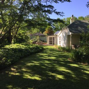 Hotel Pictures: The Four Seasons Cottage, Beechworth