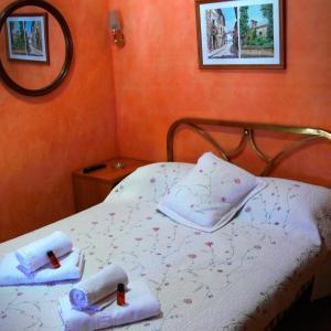 Hotel Pictures: La Fonda Llobera, San Antonio de Vilamajor