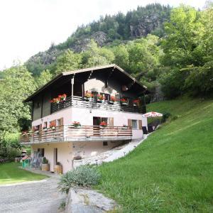 Hotel Pictures: Haus Zum Mehlbaum, Naters