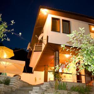 Foto Hotel: Villa Lily, Rogachevo