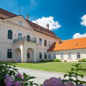 Hotel Pictures: Zámek Dukovany, Dukovany