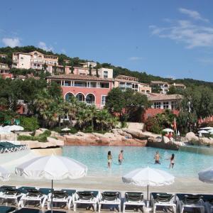 Hotel Pictures: Maeva Particuliers Résidence Les Restanques du Golfe de Saint-Tropez, Grimaud