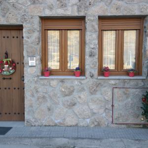 Hotel Pictures: Apartamentos Valle&Snow, Vallejera de Riofrío