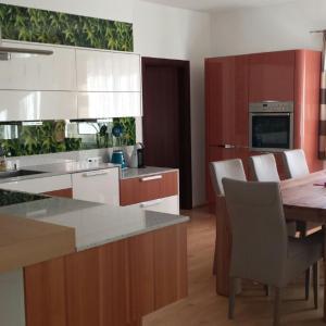 Fotos do Hotel: Modernes 3-Zimmer-Apartement nahe Graz, Gratkorn
