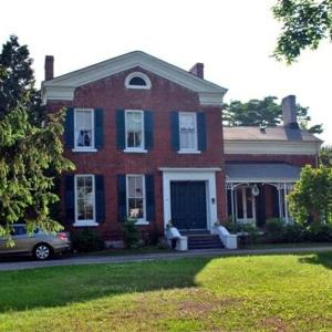 Hotel Pictures: MacKechnie House, Cobourg