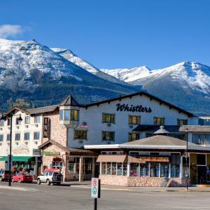 Hotel Pictures: Whistler's Inn, Jasper