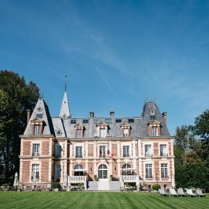 Hotel Pictures: Chateau-Hotel De Belmesnil, Saint-Denis-le-Thiboult