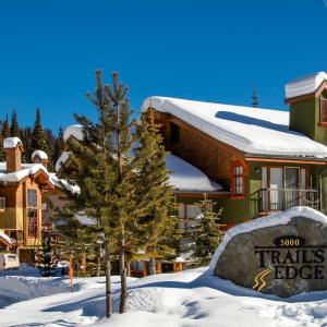 Hotel Pictures: Trail's Edge Townhouses - TE40, Sun Peaks