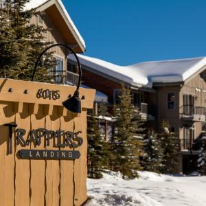 Hotel Pictures: Trapper's Landing Townhouses - TL38, Sun Peaks