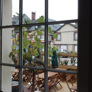 Hotel Pictures: Hôtel Restaurant Le Paradis, La Ferté-Frênel
