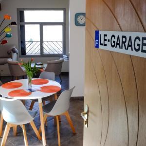 Hotel Pictures: Appartement 'Le Garage', Saint-Bonnet-en-Champsaur