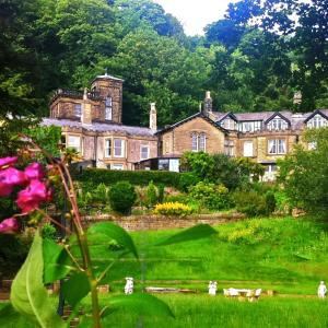 Hotel Pictures: Harefield Hall, Pateley Bridge