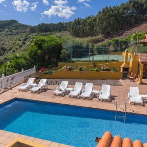 Hotel Pictures: Casas Lola y Rafael 2, Moya