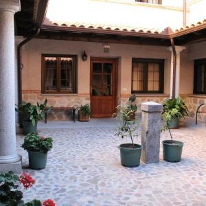 Hotel Pictures: Los Laureles 2, Urda