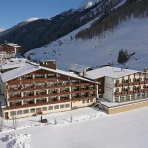 Foto Hotel: Thermal-Badhotel Kirchler, Tux