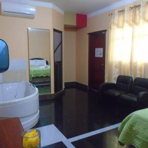 Hotel Pictures: Hostal Platinum Class, Nueva Loja