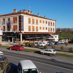Hotel Pictures: Casas Novas Hostelería, Silleda