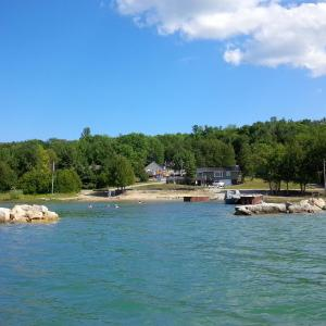 Hotel Pictures: Bayshore Cottages, Wiarton