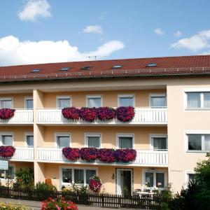 Hotel Pictures: Pension Eichschmid / Röll´n Biergarten, Bad Gögging