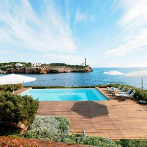 Hotel Pictures: Sea Front Luxury Property, Portocolom