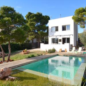 Hotel Pictures: Modern Villa with Pool Salvador, Cala Pi