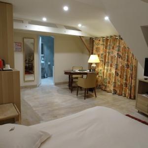 Hotel Pictures: Le Logis De Brionne, Brionne