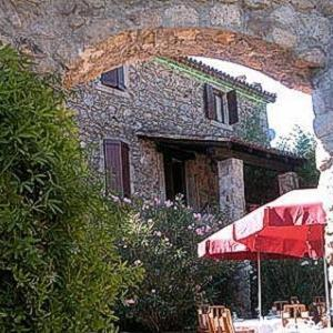 Hotel Pictures: Logis Auberge Du Peras, Saint-Jean-du-Gard