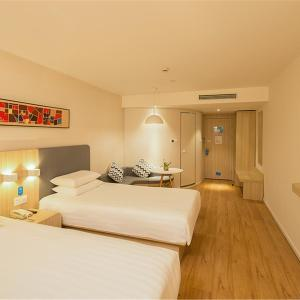 Hotel Pictures: Hanting Hotel Haicheng Xinghai Street Wanda, Haicheng