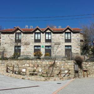 Hotel Pictures: La Escuela, Las Herreras